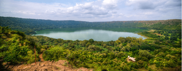 lonar-crater-lake-lakeside-camping-the-backpackers-group