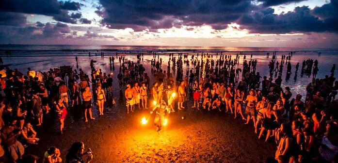 Beach parties - Extrovert Traveller - Travellers Personality Trait - The Backpackers Group
