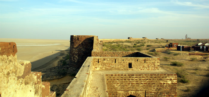 Great Wall Of Lakhpat - Lakhpat Fort - The Backpackers Group